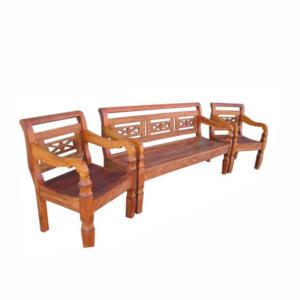 Conjunto de bancos em madeira
